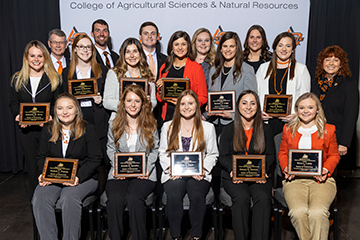 CASNR awards more than $330,000 in continuing student scholarships at annual banquet