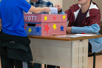 Political Science class hosts mock election for elementary students