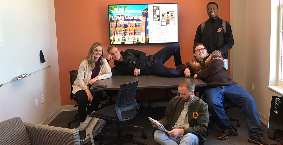 Graduate Student Lounge Is Put To Good Use News And Information Oklahoma State University