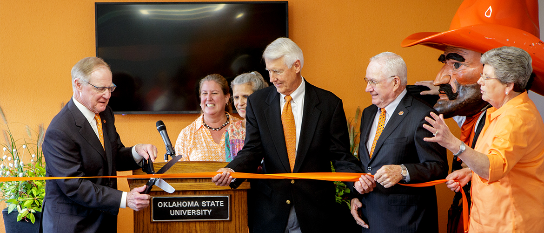 OSU President Burns Hargis cuts ribbon in new lobby