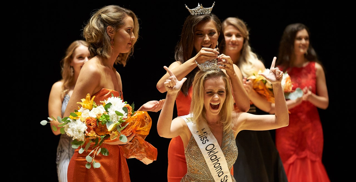 Julianne Thomison being crowned Miss OSU 2020.