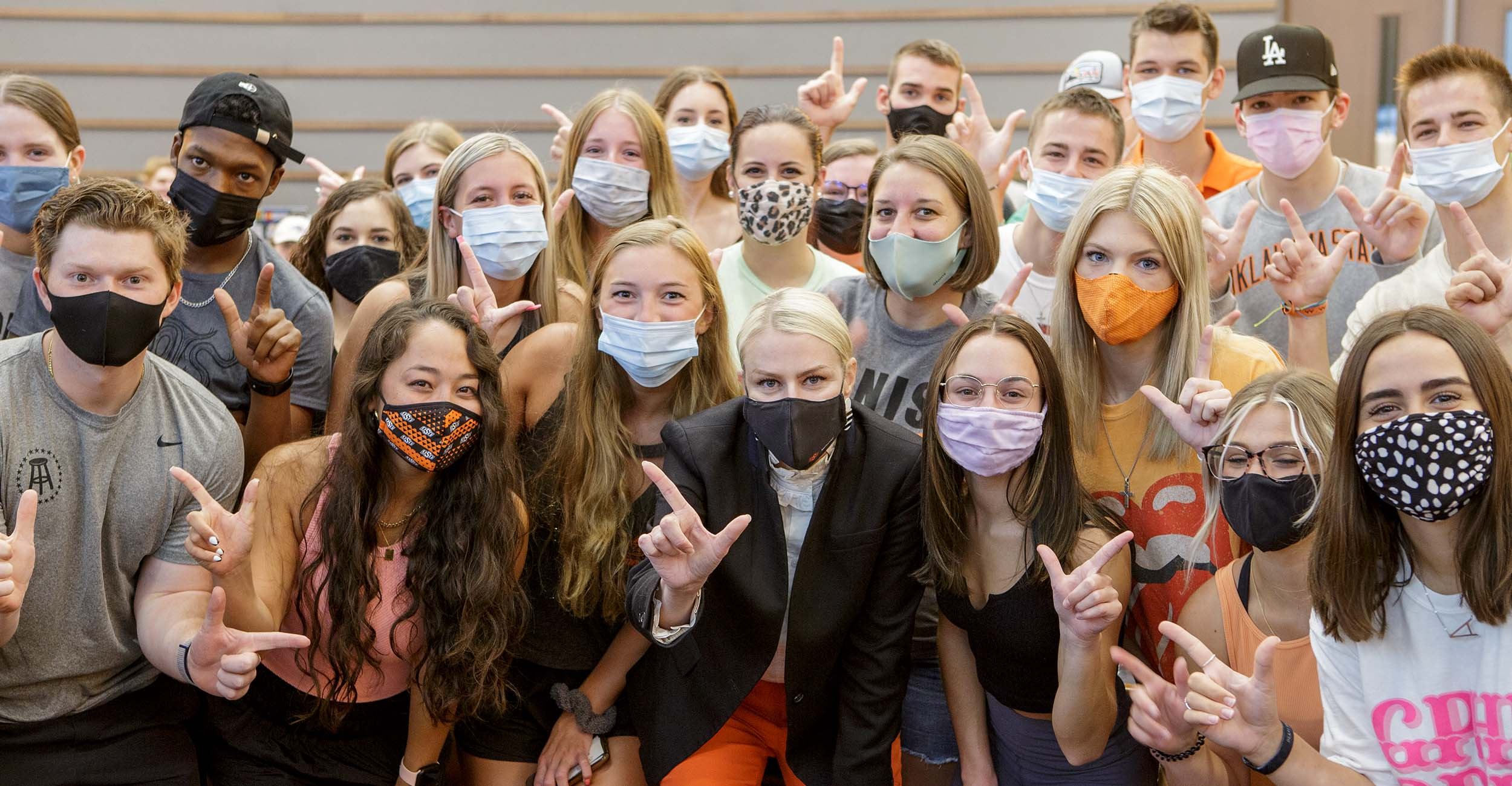 President Kayse Shrum with students in masks on the first day of classes in Fall 2021.