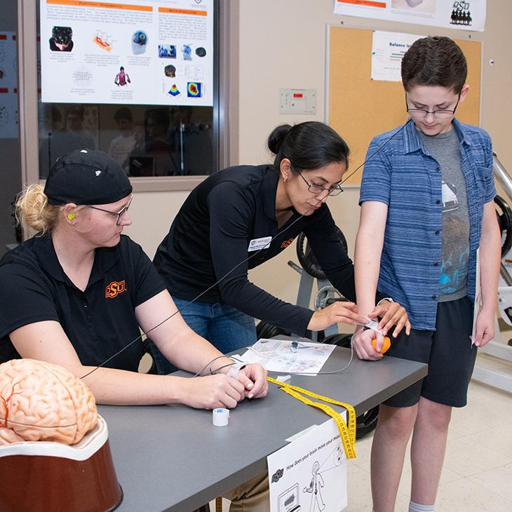 Students participate in Brain Blast in OSU lab.