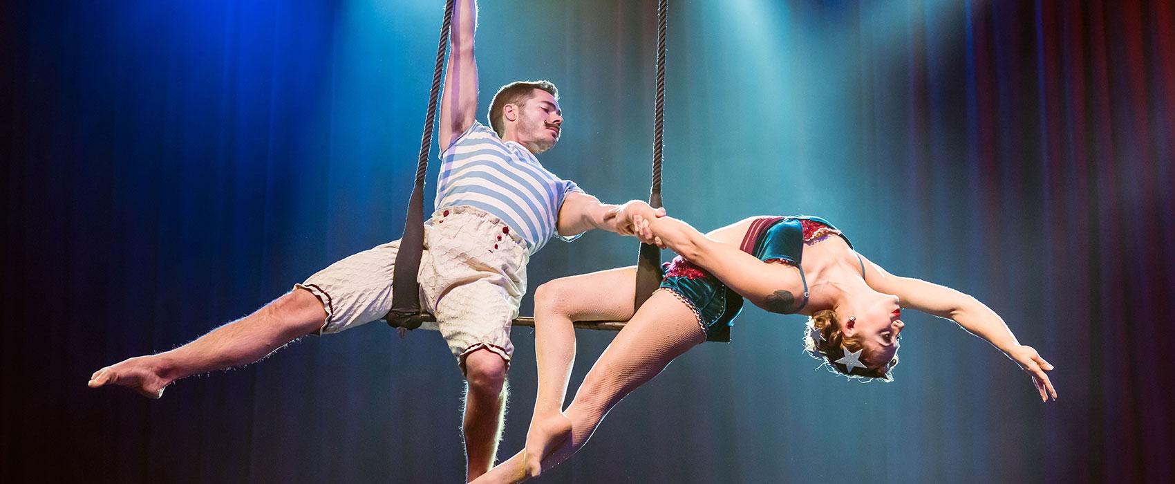 Cirque Mechanics acrobats dancing in air